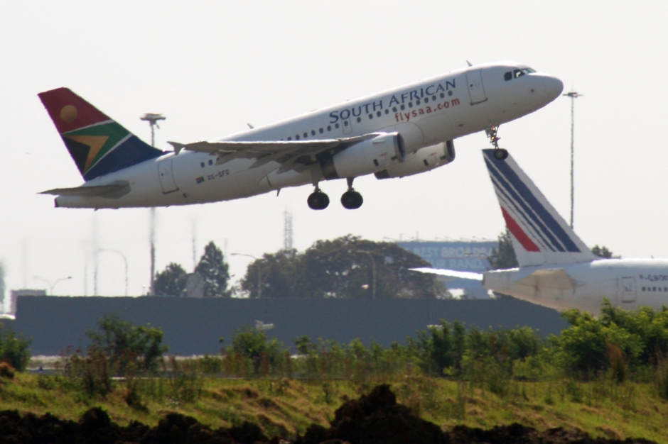 South African Airways SAA Airbus A319 airplane picture