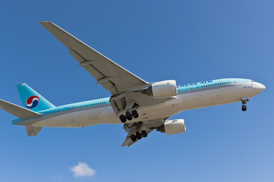 Korean Air Boeing 777-2B5(ER) HL7721 airplane picture