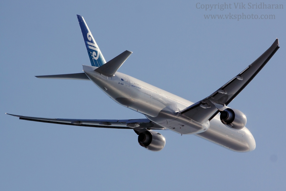 Air New Zealand Boeing 777-300ER airplane picture