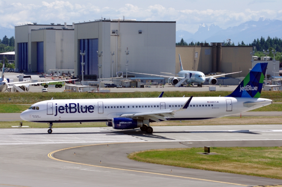 JetBlue Airbus A321 jet airliner